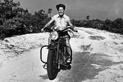 История жизни королевы тропического острова, любовницы Марлен Дитрих и самой быстрой женщины на воде