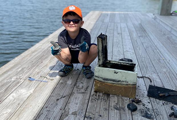 Нокс Брюэр, нашедший на дне озера сейф