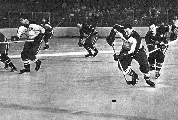 США — СССР, 1960. Виктор Якушев (справа на переднем плане)