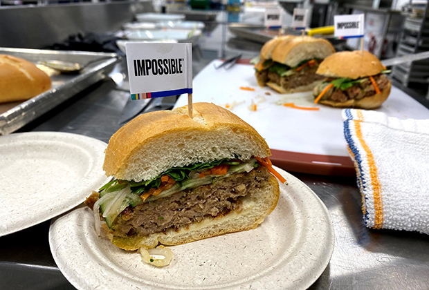 Бургер Impossible Whopper на основе сырья Impossible Burger