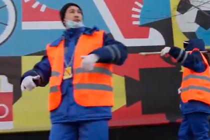 Московские дворники перепели песню Cadillac Моргенштерна и навели порядок