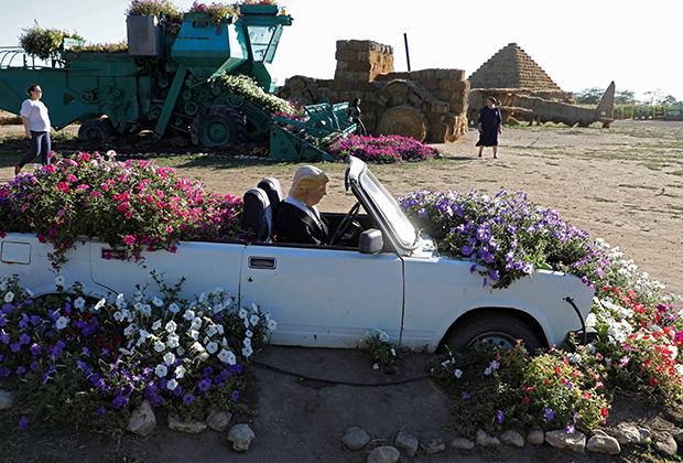 Инсталляция в поселке Красное (Ставропольский край), изображающая Дональда Трампа