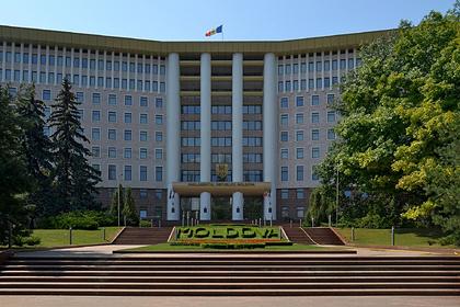 Додон подписал закон омежнациональном статусе русского языка вМолдавии