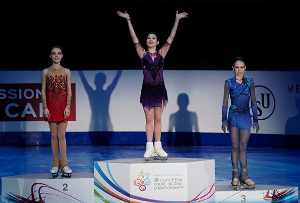 Слева направо: Анна Щербакова, Алена Косторная, Александра Трусова