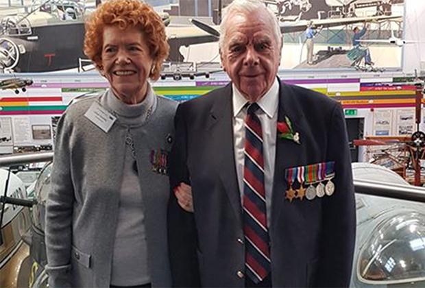 97-летние пенсионеры Лилиан Гранди и Роберт Уолш обрели любовь благодаря коронавирусу