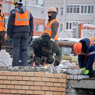 В России резко вырос спрос на строителей