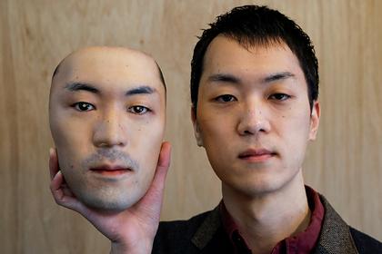 Мужчина начал продавать маски в виде человеческого лица и напугал покупателей
