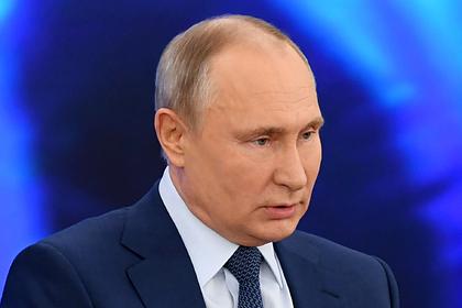 Путин призвал страны СНГ защищать историческую память о войне