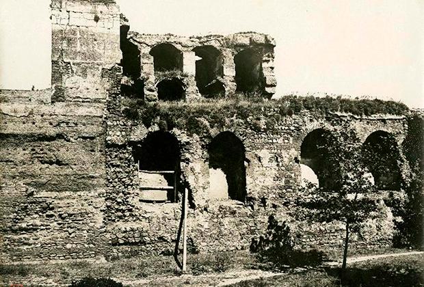 Вид цитадели до реставрации в ХХ веке