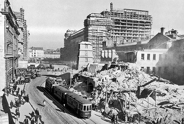 Снос квартала на будущей Манежной площади и строительство гостиницы «Москва», 30-е годы