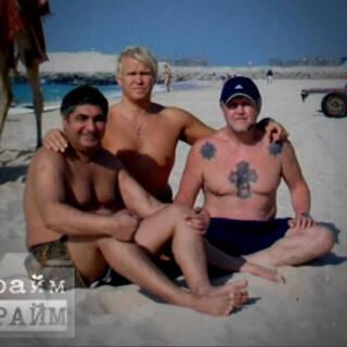 Слева направо: Захарий Калашов (Шакро Молодой), Владислав Леонтьев (Вадик Белый) и Вячеслав Иваньков (Япончик)