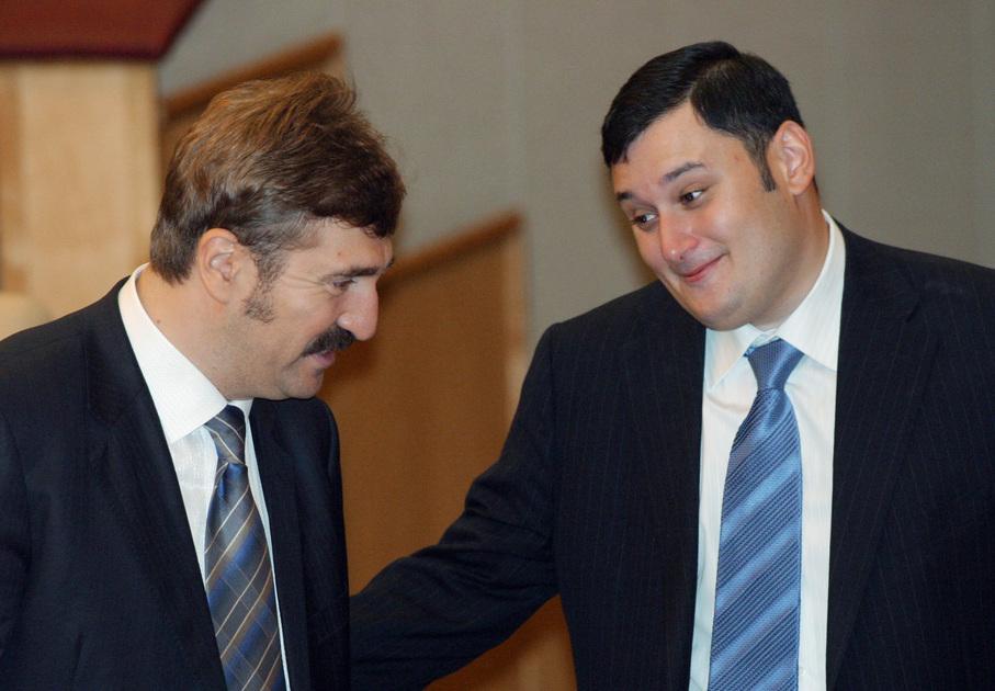 Валерий Комиссаров и Александр Хинштейн. Последний возглавляет думскую комиссию по информационной политике, информационным технологиям и связи в настоящий момент.