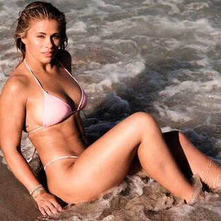 Снявшаяся топлес девушка-боец MMA попозировала в бикини: Бокс и ММА