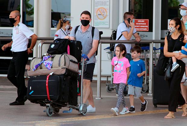 Первые туристы из России, прибывшие на отдых в Турцию летом 2020