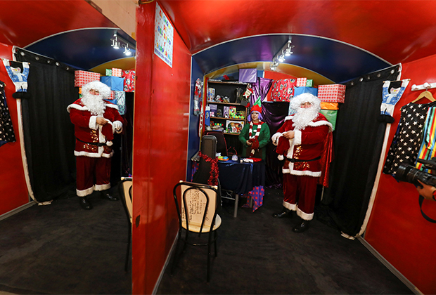 Эктор Фуэнтес в собственноручно раскрашенном «доме Санта Клауса»