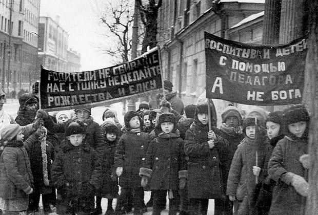 Антирелигиозная демонстрация воспитанников детских садов, 1929 год