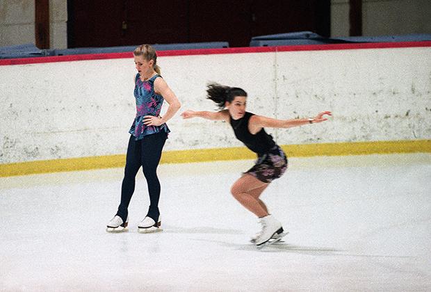Тоня Хардинг (слева) и Нэнси Керриган
