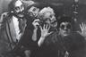 Классик нового немецкого кино, сюрреалистка и авангардистка Ульрике Оттингер принадлежит к числу тех режиссеров, которые заслужили право оглядываться на собственную биографию — и делать именно ее основным материалом своего кино. Завораживающий, гипнотический фильм-эссе «Парижские каллиграммы» посвящен прошедшей во французской столице молодости Оттингер — и это насколько документальный роман персонального воспитания (как художественного, так и политического), настолько же и рассказ о времени, месте, всей послевоенной эпохе.