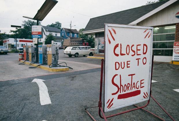 Закрытая заправка в США во время кризиса 1973 года
