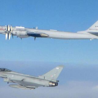 RAF Typhoon и Ту-142