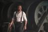 25-й фильм Бондианы получился настолько сложным в производстве (увольнительная незадолго до начала съемок режиссера Дэнни Бойла, взрыв на площадке, госпитализация и операция главной звезды), что расставание со шпионской франшизой Дэниела Крэйга, который служит агентом 007 уже почти пятнадцать лет, считается делом решенным. На прощание громко хлопнуть дверью ему поможет режиссер первого сезона «Настоящего детектива» Кэри Фукунага и сюжет о вынужденном возвращении Бонда с заслуженного отдыха на Карибах ради нейтрализации очередного суперзлодея в исполнении Рами Малека. <i>В прокате с 1 апреля</i>