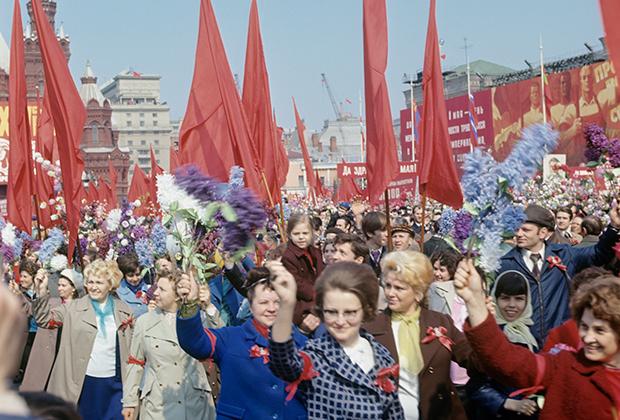 Первомайская демонстрация на Красной площади. 1974 год