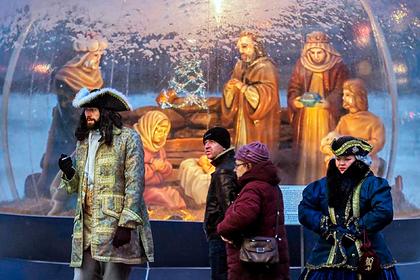 Как россиян заставили забыть старые праздники и полюбить новые