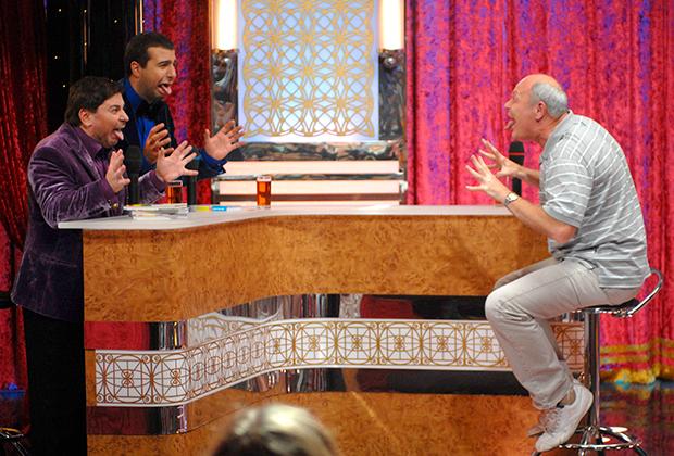 Ведущие развлекательной пародийной передачи Первого канала «Большая разница» Александр Цекало и Иван Ургант и телеведущий Геннадий Малахов (слева направо) во время съемок. 2009 год.