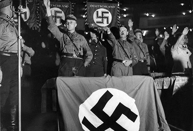 Лидер нацистов Адольф Гитлер
