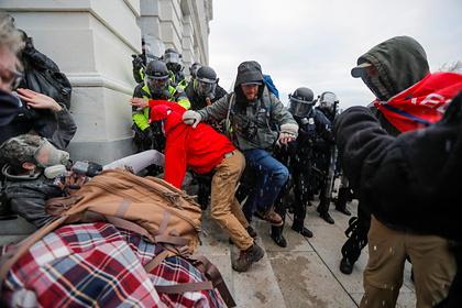 Спецназ вошел в здание Капитолия в Вашингтоне
