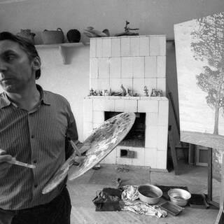 Валентин Сидоров в своей мастерской в 1978 году