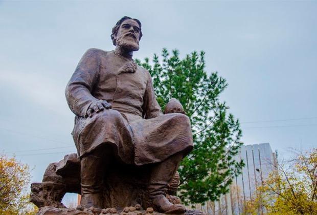 Памятник Федору Прядунову в городе Ухте