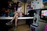 """33-летняя Гуадалупе Оливарес приехала в Буэнос-Айрес из провинции Сан-Хуан. Она зарабатывает на жизнь проституцией. «Думаю, что почти 100 процентов из нас никогда не имели официальной работы. Ты даже не знаешь, что такое зарплата. Это совершенно другой мир», — рассказывает она. <br></br> По словам Оливарес, она рассылала множество резюме, и когда потенциальный работодатель ей перезванивал, то даже в разговоре чувствовалась дискриминация. «Они не говорят: """"Мы не будем вас нанимать, потому что вы транс"""", но именно это читается у них во взгляде, когда спрашивают, почему я пришла», — рассказывает женщина. Она добавила, что после принятия нового закона о квотах ходила на собеседование в Министерство социального развития."""