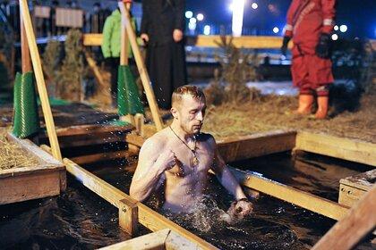 Врач дала совет по прививанию от COVID-19 для окунающихся в прорубь: Общество: Россия: Lenta.ru