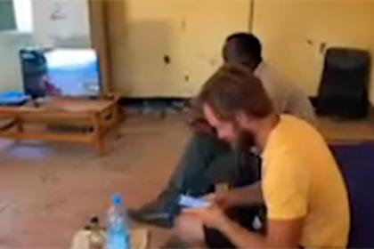 Арестованный в Южном Судане Варламов показал свою «VIP-камеру»
