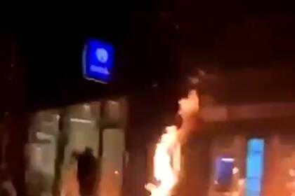 Протестующие в Бельгии сожгли участок полиции после смерти темнокожего мигранта