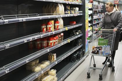 После заморозки цен насахар имасло вмагазинах начался дефицит