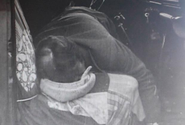 Тело убитого налетчиками шофера Виктора Салина
