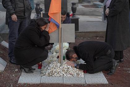 В Армении вышли на акцию протеста родители солдат: Закавказье: Бывший СССР: Lenta.ru