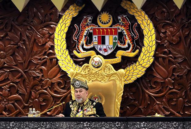 Султан Мухаммад V объявляет об отречении от престола в январе 2019 года