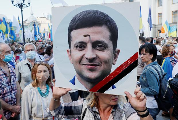Митинг в Киеве, июль 2020 года. Люди протестуют против образовательной реформы