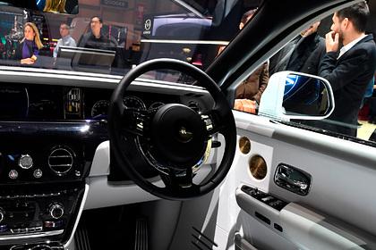 Россияне скупили рекордное количество автомобилей Rolls-Royce