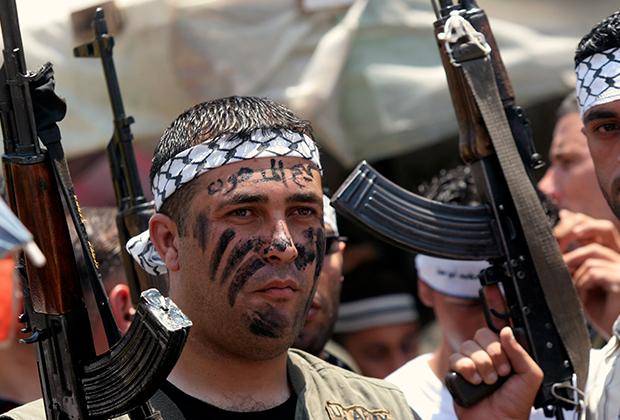 Боец ФАТХ на марше в поддержку палестинского президента Махмуда Аббаса, 2007 год