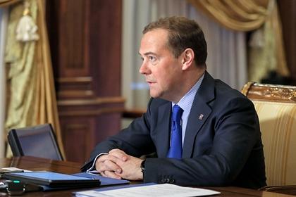 Медведев спрогнозировал судьбу доллара при Байдене