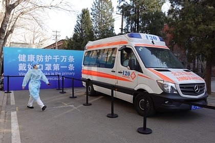 В Китае построили за пять дней крупную больницу для людей с COVID-19