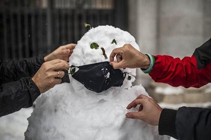 Физик объяснил происхождение нетающего снега в российском регионе