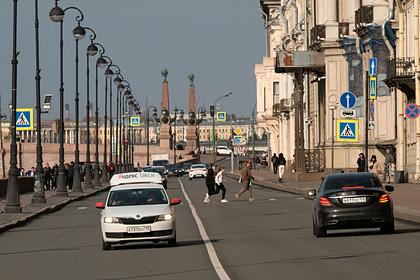 Мастурбировавшего при россиянке таксиста наказали