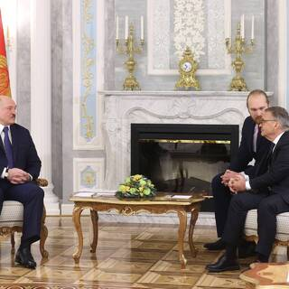 Александр Лукашенко (слева) и президент IIHF Рене Фазель