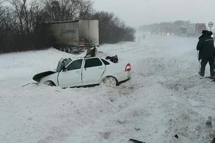 Россияне отправились на отдых и погибли в ДТП с грузовиком