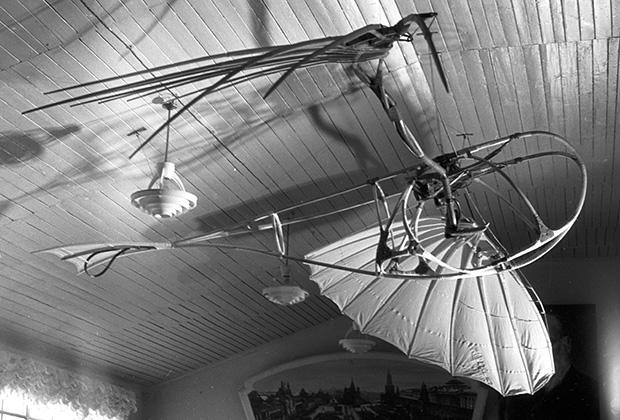 «Летатлин», безмоторный индивидуальный летательный аппарат, орнитоптер. Концептуальное произведение искусства Владимира Татлина
